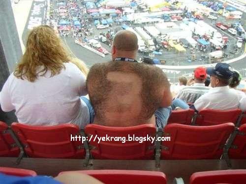 ع كس مرد پشمالو در استادیوم - شماره 3